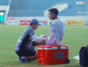 Văn Thanh lại ngồi ngoài vì chấn thương, thầy Park lo sốt vó trước thềm King's Cup 2019